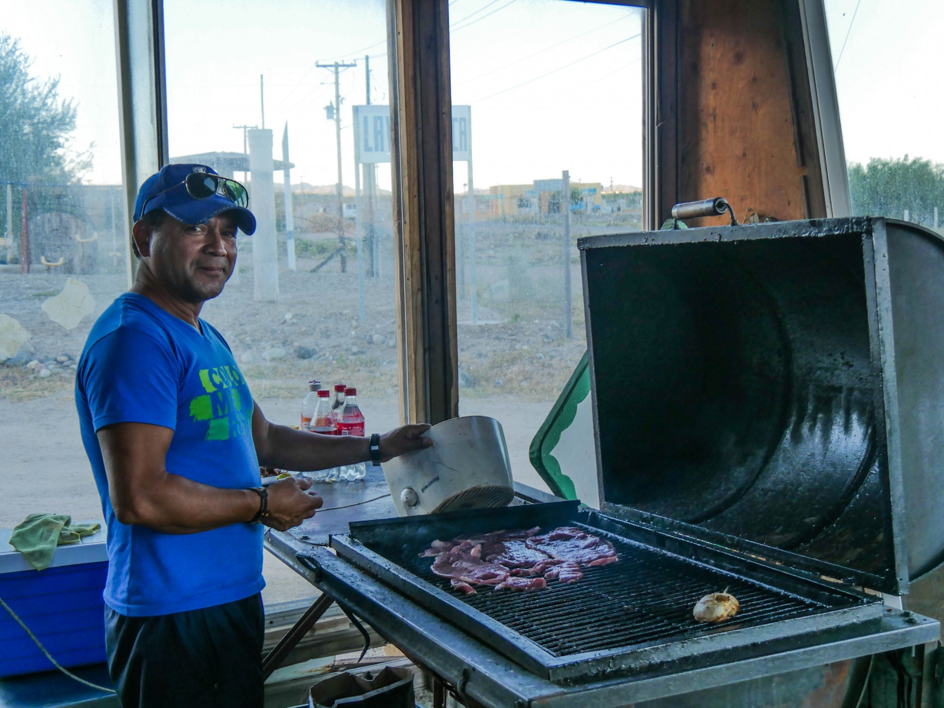 Wouldn't you want to eat what this man is grilling? Alejandro shows us how it's done in Bahía de Los Angeles.
