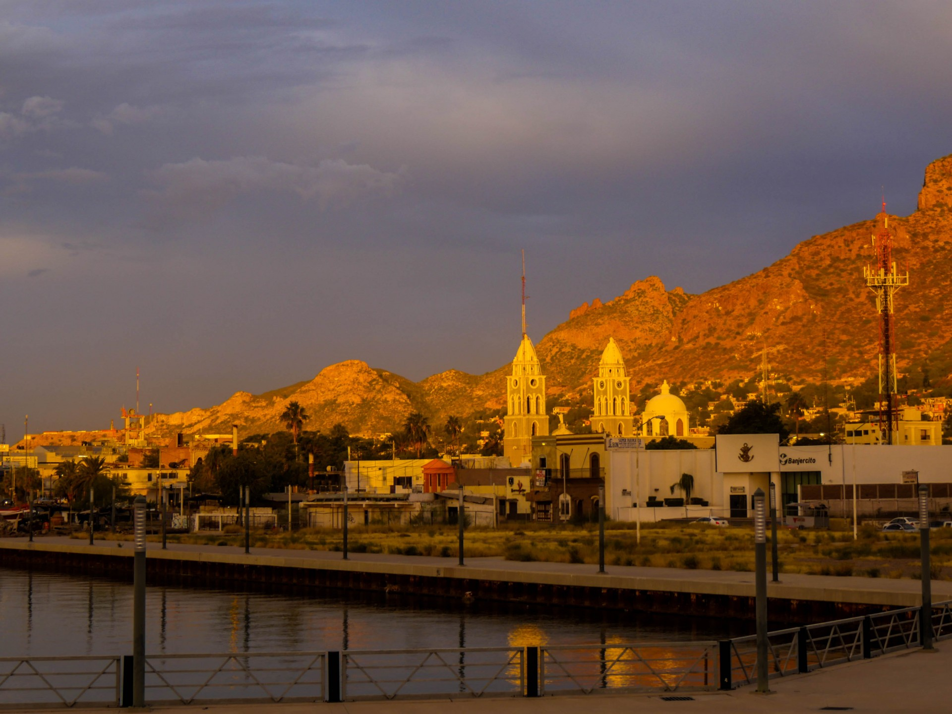 Morning light in the center of Guaymas.