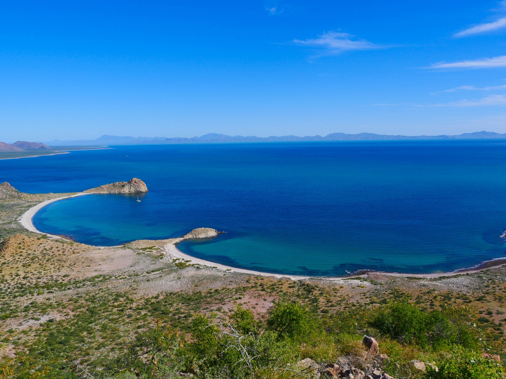 Our second anchorage, Bahía de Los Perros, on the eastern edge of Isla Tiburón. Lunasea is already at anchor.