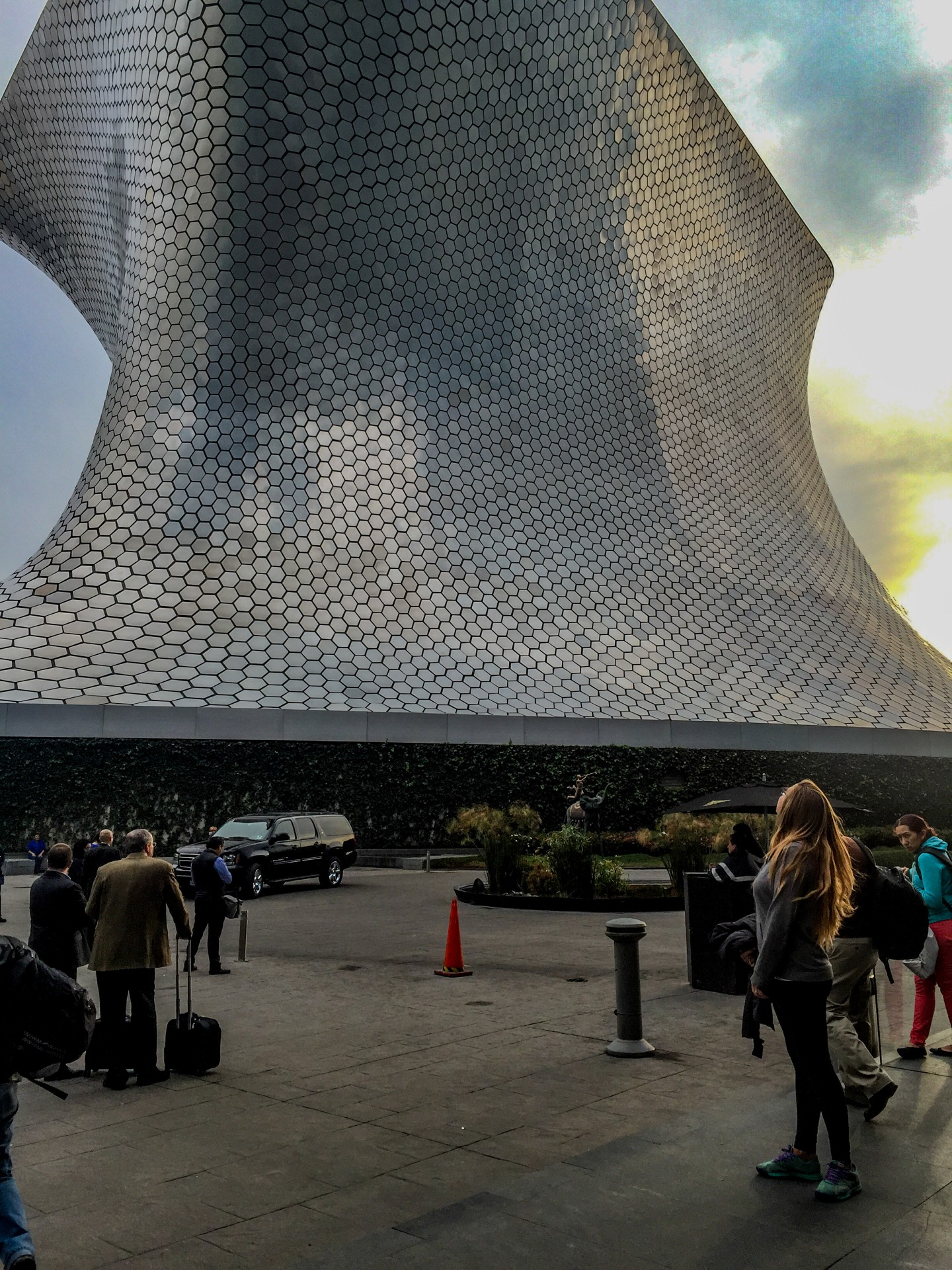 Shannon takes in the breathtaking, hair-sweeping Soumaya Museum in Polanco.