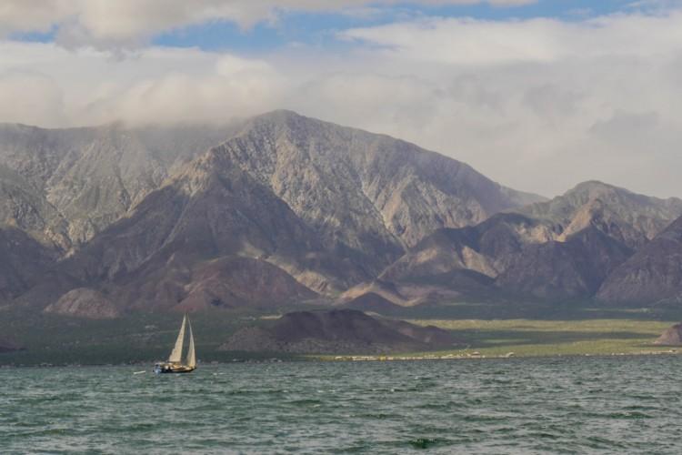 Beautiful, no? Mike and Nia sailing Azul in Bahía de Los Ángeles.
